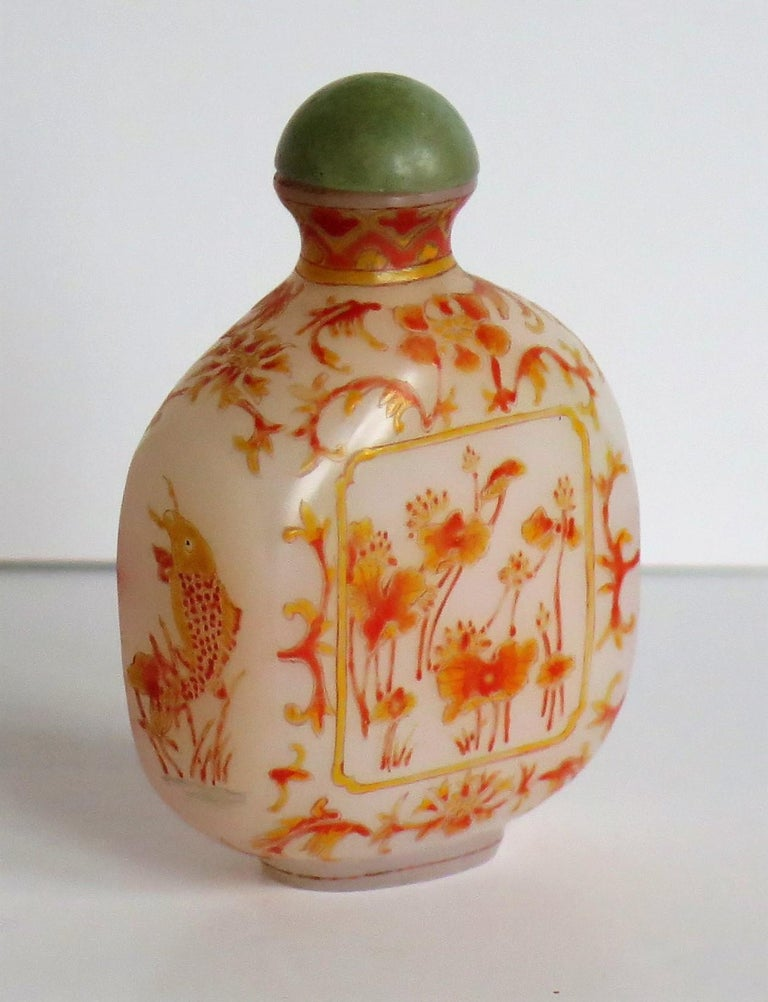 Chinese Opaque Glass Snuff Bottle Hand Enamelled 4-Character Base Mark For Sale 1