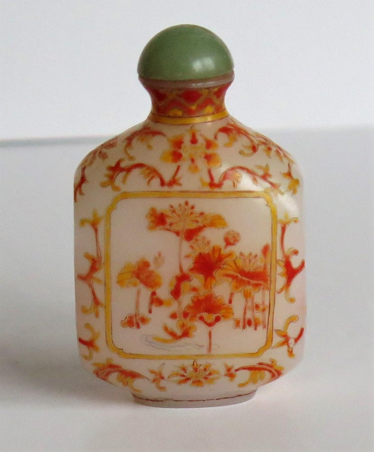 Chinese Opaque Glass Snuff Bottle Hand Enamelled 4-Character Base Mark For Sale 2