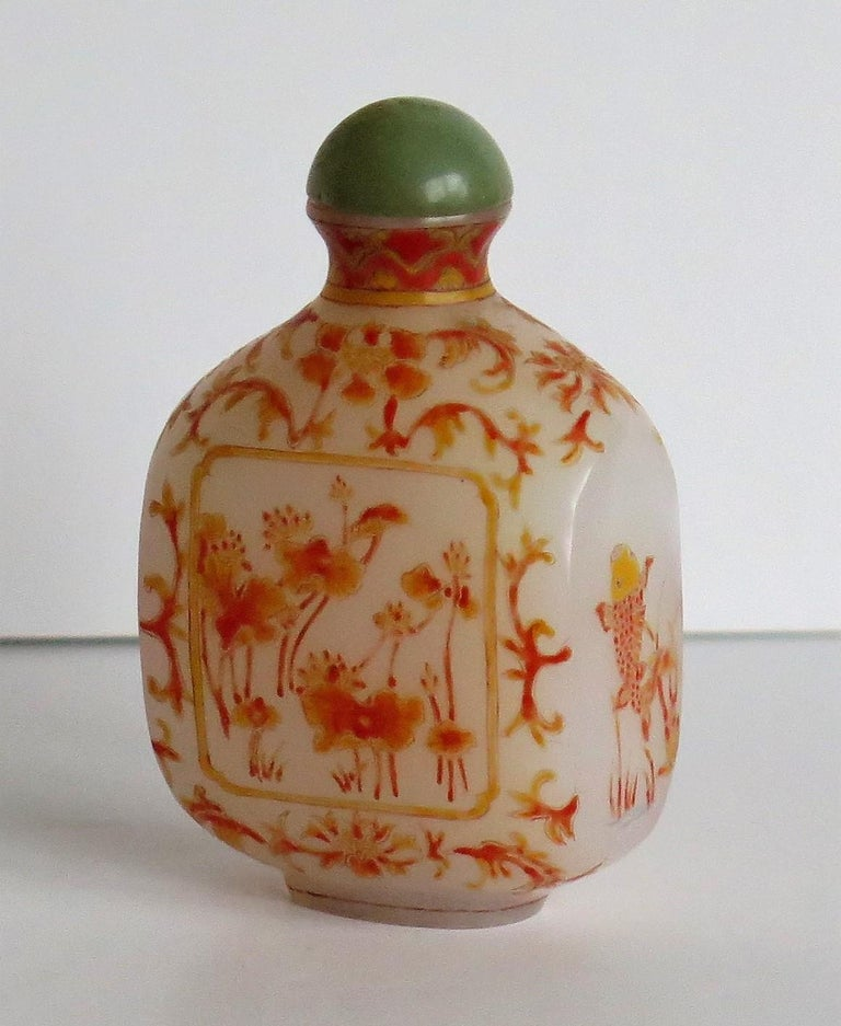 Chinese Opaque Glass Snuff Bottle Hand Enamelled 4-Character Base Mark For Sale 3