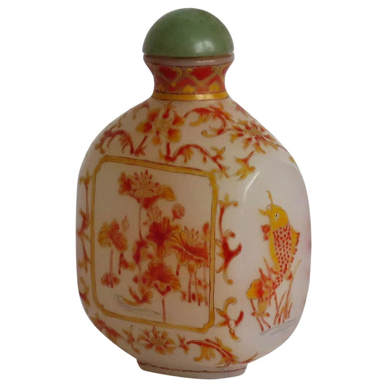 Chinese Opaque Glass Snuff Bottle Hand Enamelled 4-Character Base Mark For Sale