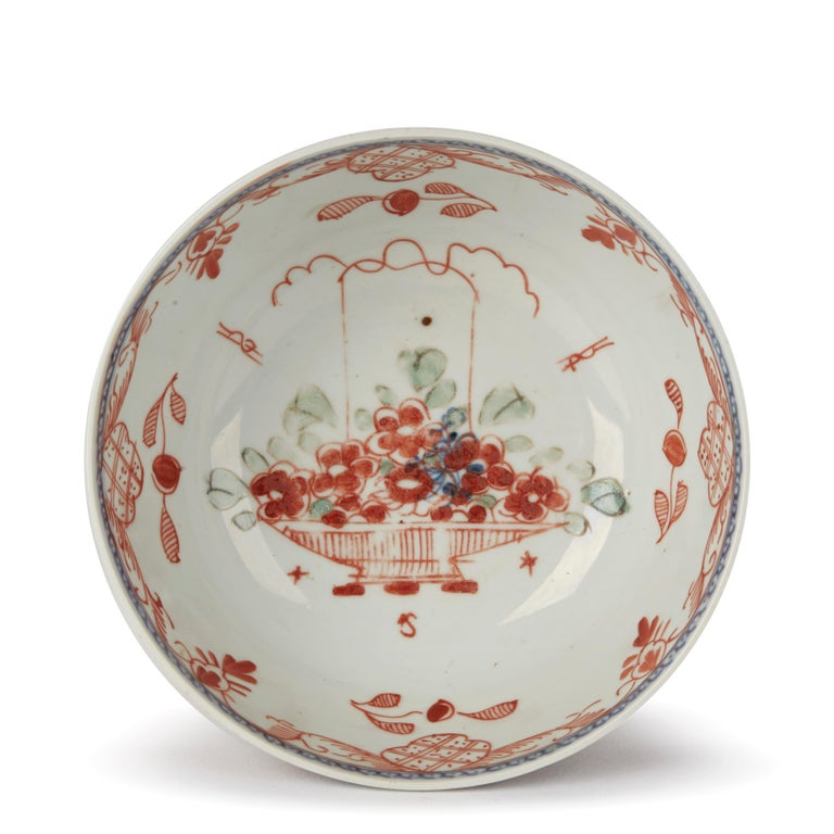 18th Century Chinese Overpainted Porcelain Bowl with Figures, 1720-1740 For Sale