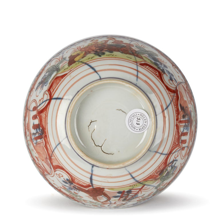 Chinese Overpainted Porcelain Bowl with Figures, 1720-1740 For Sale 1