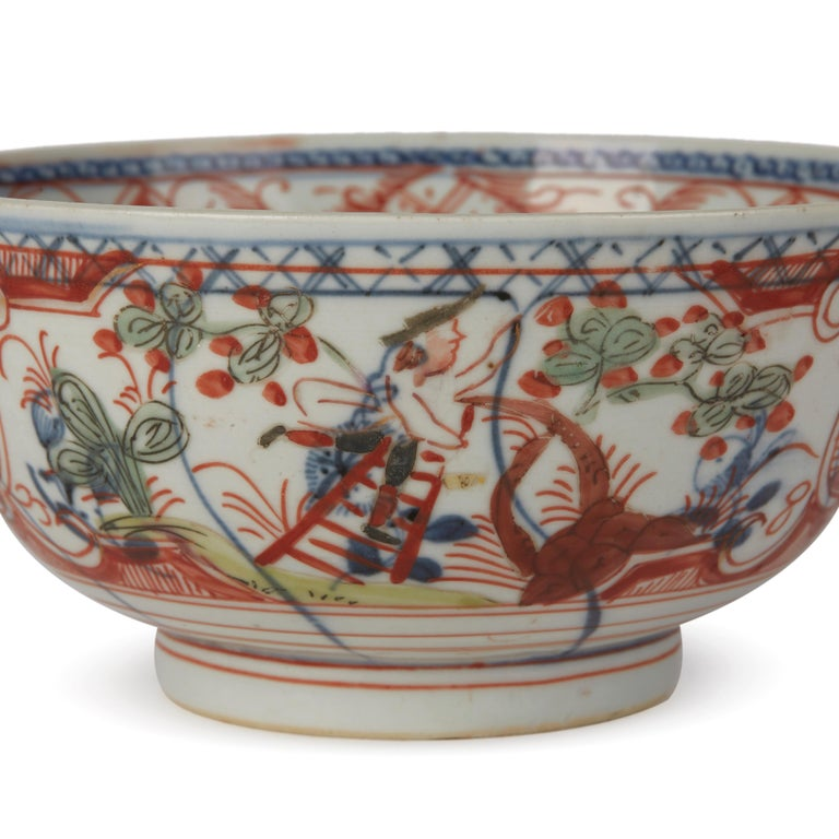 Chinese Overpainted Porcelain Bowl with Figures, 1720-1740 For Sale 3