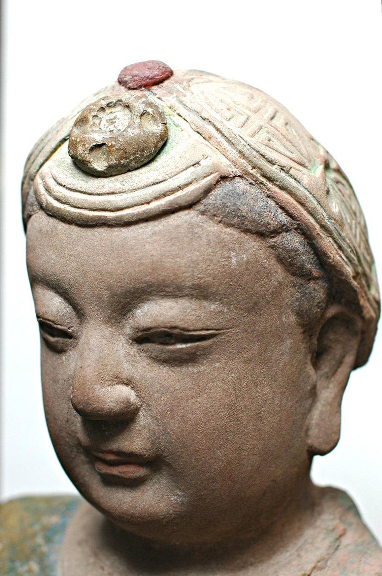 A Chinese Painted and Carved Sandstone Figure of a Guanyin Southern Song Dynasty For Sale 1