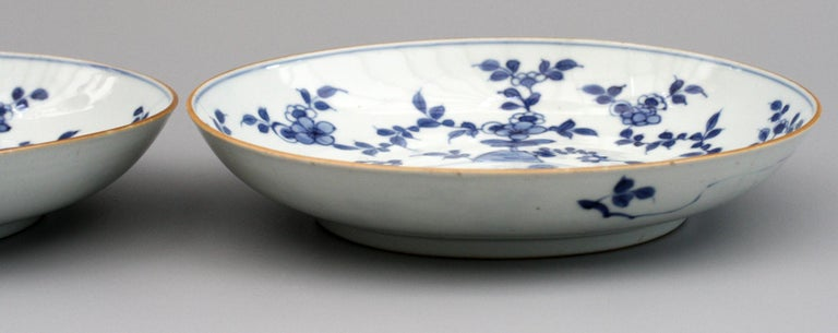 Chinese Pair of Kangxi Blue and White Painted Floral Porcelain Plates For Sale 5