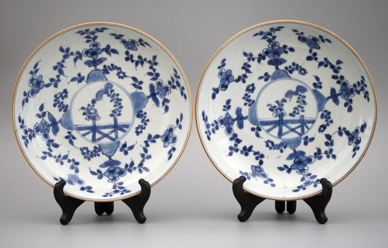 Chinese Pair of Kangxi Blue and White Painted Floral Porcelain Plates For Sale 7