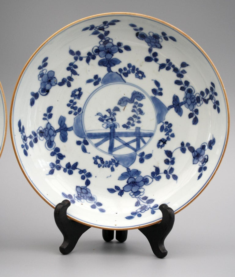 Chinese Pair of Kangxi Blue and White Painted Floral Porcelain Plates For Sale 9