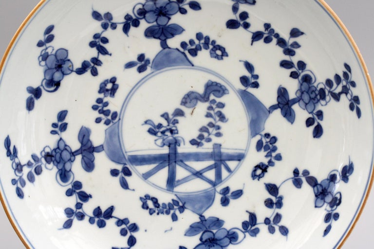 Chinese Pair of Kangxi Blue and White Painted Floral Porcelain Plates For Sale 10