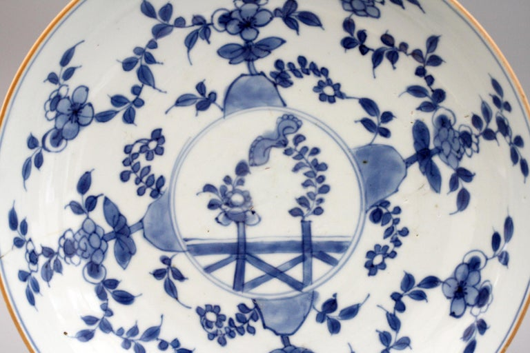 Chinese Pair of Kangxi Blue and White Painted Floral Porcelain Plates For Sale 11