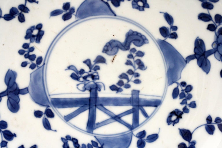 Qing Chinese Pair of Kangxi Blue and White Painted Floral Porcelain Plates For Sale
