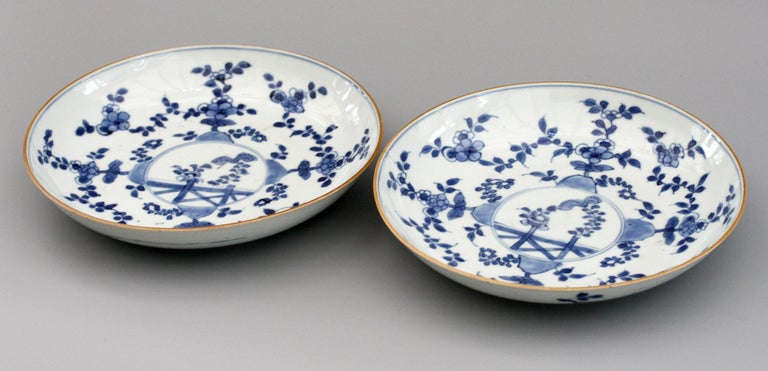 Chinese Pair of Kangxi Blue and White Painted Floral Porcelain Plates For Sale 2