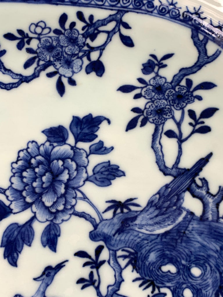 Chinese Porcelain Blue and White Platter Hand-Painted, 18th Century, Circa 1770 In Excellent Condition For Sale In Katonah, NY