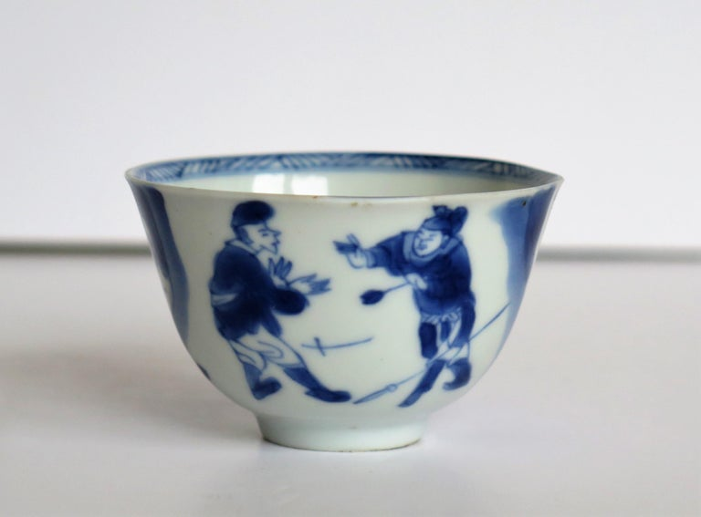 Chinese Porcelain Blue and White Tea Bowl on Stand Finely Painted, Qing Kangxi  For Sale 5