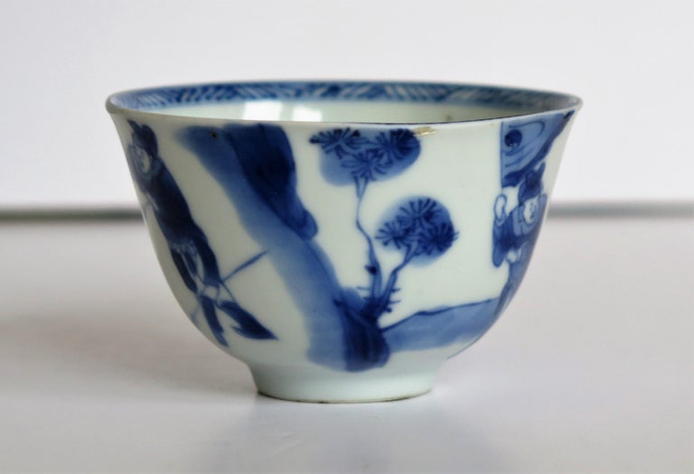 Chinese Porcelain Blue and White Tea Bowl on Stand Finely Painted, Qing Kangxi  For Sale 6