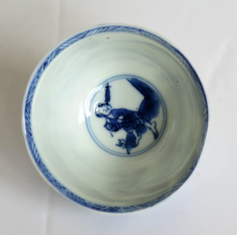 Chinese Porcelain Blue and White Tea Bowl on Stand Finely Painted, Qing Kangxi  For Sale 9