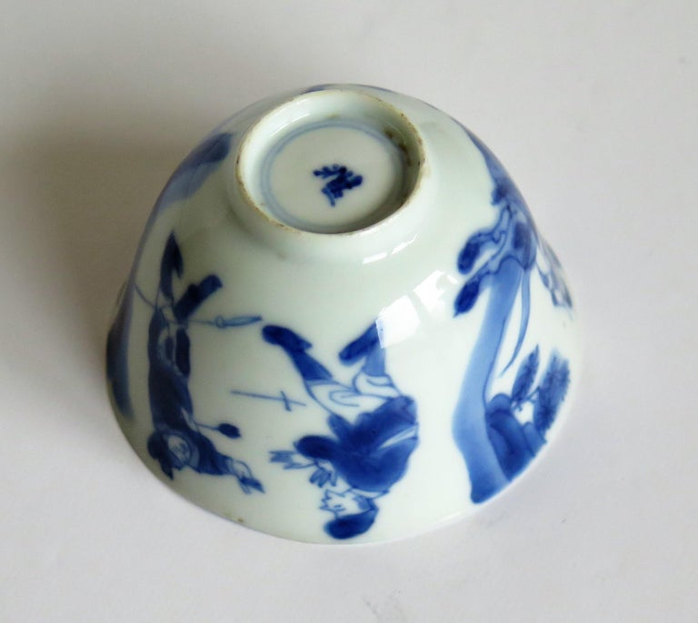 Chinese Porcelain Blue and White Tea Bowl on Stand Finely Painted, Qing Kangxi  For Sale 11