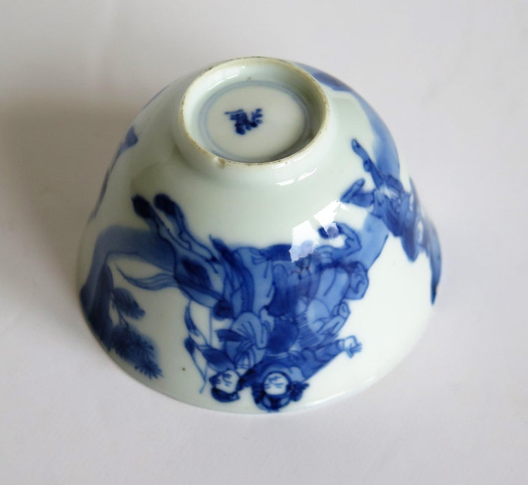 Chinese Porcelain Blue and White Tea Bowl on Stand Finely Painted, Qing Kangxi  For Sale 12