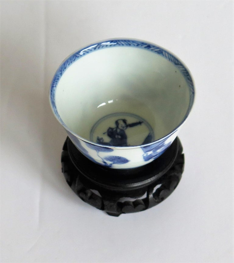 18th Century Chinese Porcelain Blue and White Tea Bowl on Stand Finely Painted, Qing Kangxi  For Sale
