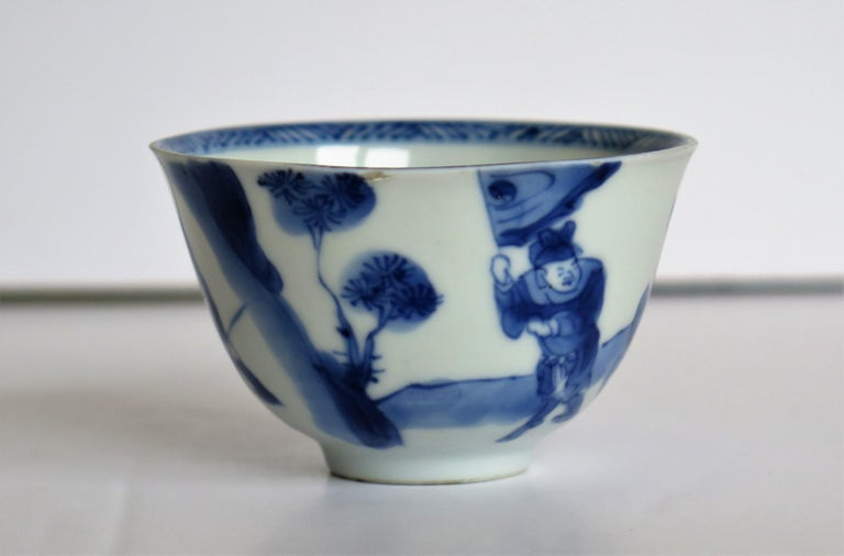 Chinese Porcelain Blue and White Tea Bowl on Stand Finely Painted, Qing Kangxi  For Sale 1