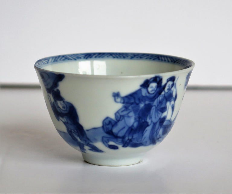 Chinese Porcelain Blue and White Tea Bowl on Stand Finely Painted, Qing Kangxi  For Sale 2