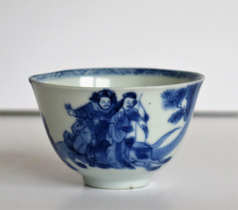 Chinese Porcelain Blue and White Tea Bowl on Stand Finely Painted, Qing Kangxi  For Sale 3
