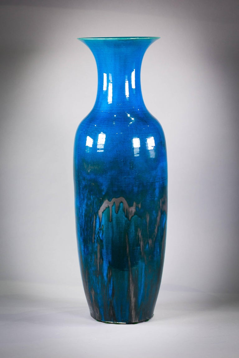 Chinese Porcelain Deep Turquoise Glazed Vase, circa 1840 In Excellent Condition For Sale In New York, NY