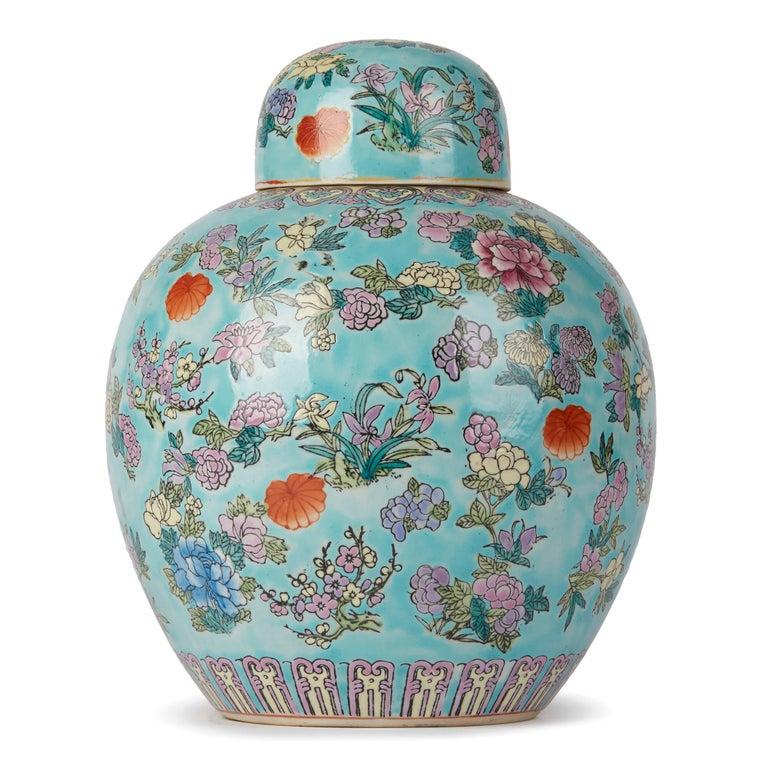 Chinese Porcelain Turquoise / Blue Famille Rose Lidded Ginger Jar In Good Condition For Sale In Bishop's Stortford, Hertfordshire