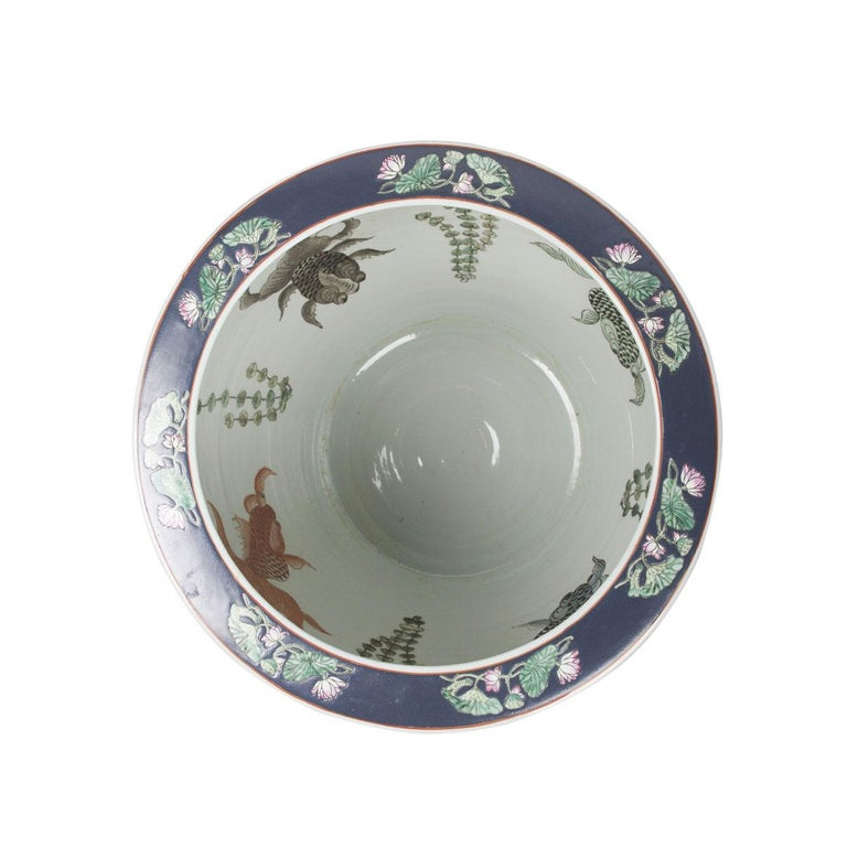 Chinese Porcelain Floral Pattern Fish Bowl In Excellent Condition For Sale In Boca Raton, FL