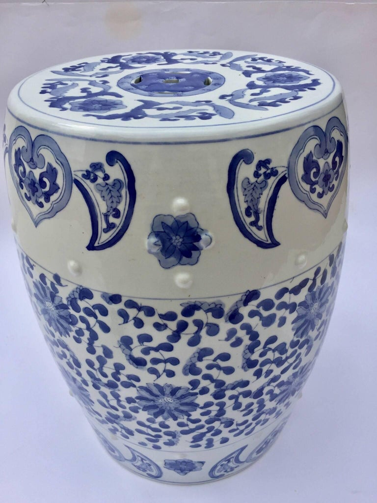 Chinese Porcelain Garden Seat in Blue and White Floral Motif In Excellent Condition For Sale In Los Angeles, CA
