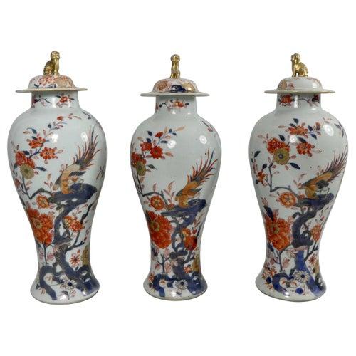 Chinese Porcelain Garniture of 'Imari' Vases, circa 1720, Kangxi Period