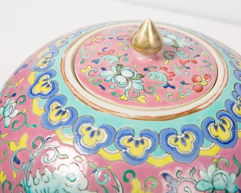 20th Century Chinese Porcelain Ginger Jar Famille Rose For Sale