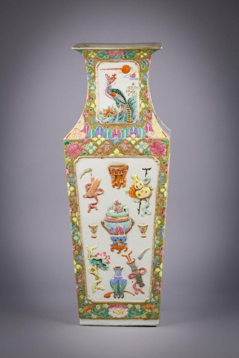 Chinese Porcelain Mandarin Pallet Vase, circa 1860 For Sale 1