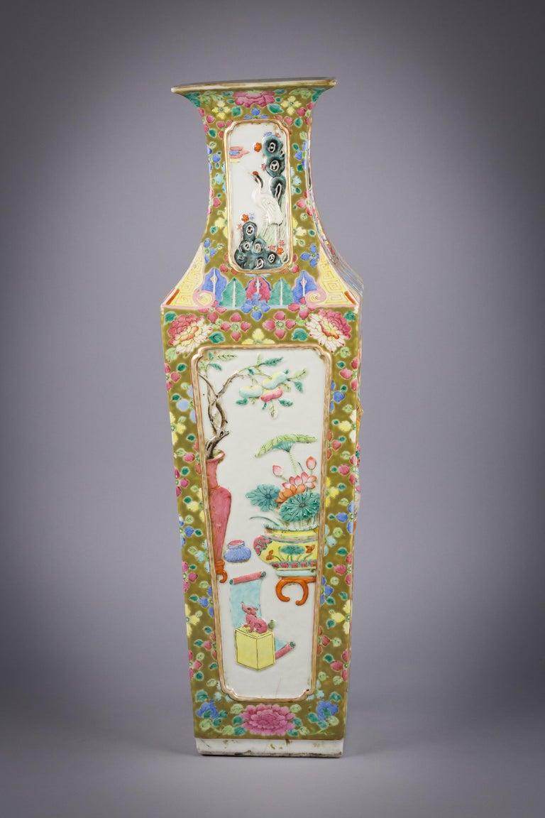 Chinese Porcelain Mandarin Pallet Vase, circa 1860 For Sale 2