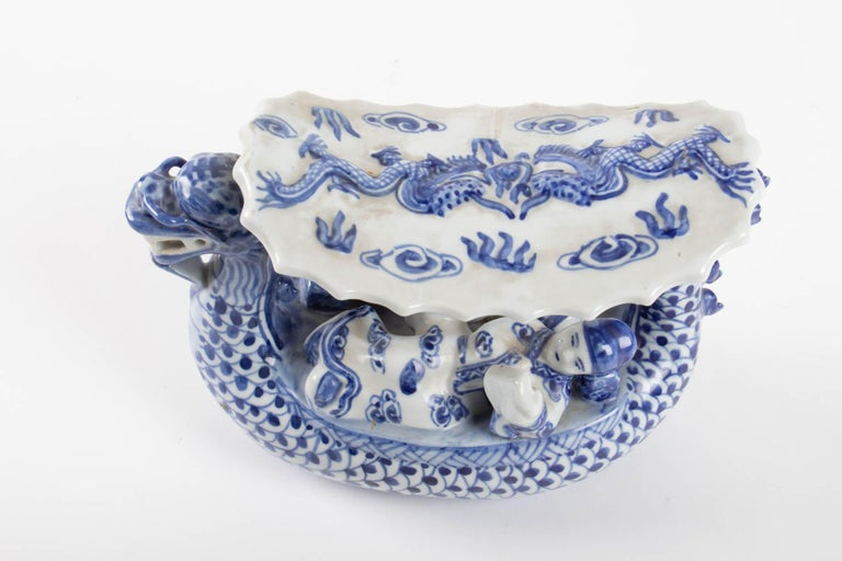 Chinese Porcelain Representative a Dragon Walking a Couple In Good Condition For Sale In Saint-Ouen, FR