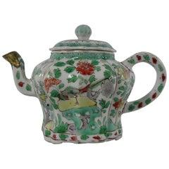 Chinese Porcelain Teapot & Cover, Famille Verte, circa 1700, Kangxi Period