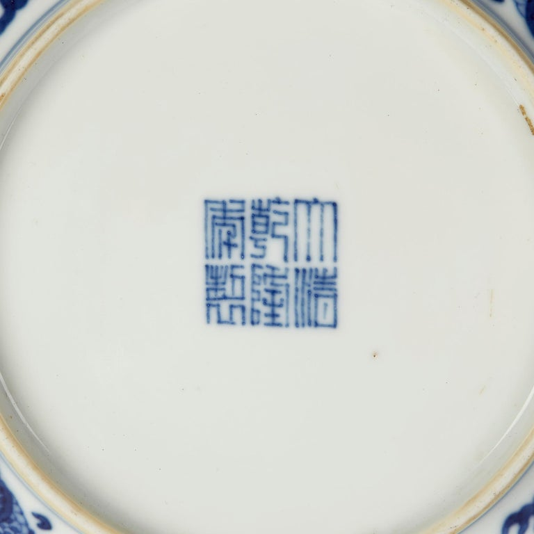Chinese Qianlong Blue and White Dragon Dish, 1735-1796 For Sale 4