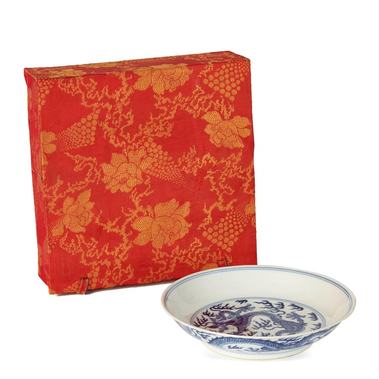 Chinese Qianlong Blue and White Dragon Dish, 1735-1796 For Sale 6