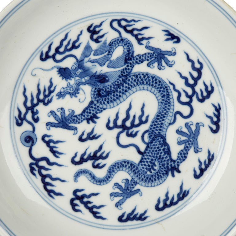 Chinese Qianlong Blue and White Dragon Dish, 1735-1796 For Sale 2