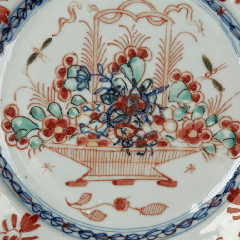 Chinese Qianlong Hand Painted Porcelain Plate, 18th Century In Good Condition For Sale In Bishop's Stortford, Hertfordshire