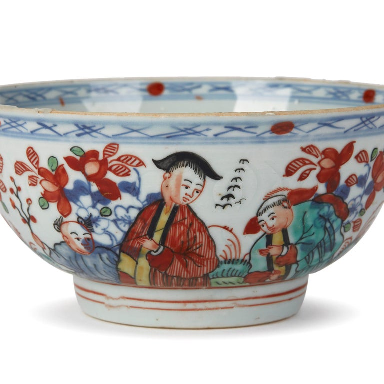 Chinese Qianlong Overdecorated Porcelain Bowl, 18th Century For Sale 1