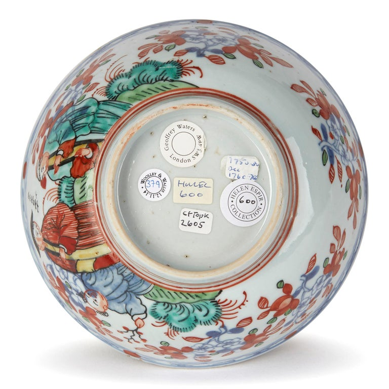 Chinese Qianlong Overdecorated Porcelain Bowl, 18th Century For Sale 3