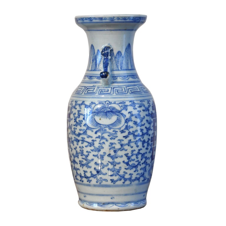 A Qing Chinese porcelain vase with baluster-form, hand-painted with cobalt blue decoration of