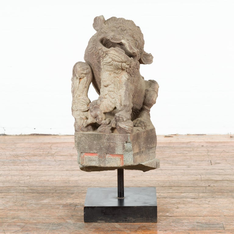 Chinese Qing Dynasty 19th Century Hand-Carved Foo Dog Sculpture Mounted on Base In Good Condition For Sale In Yonkers, NY