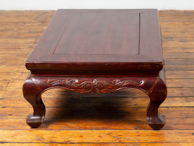 Chinese Qing Dynasty 19th Century Lacquered Wood Low Table with Cabriole Legs For Sale 7