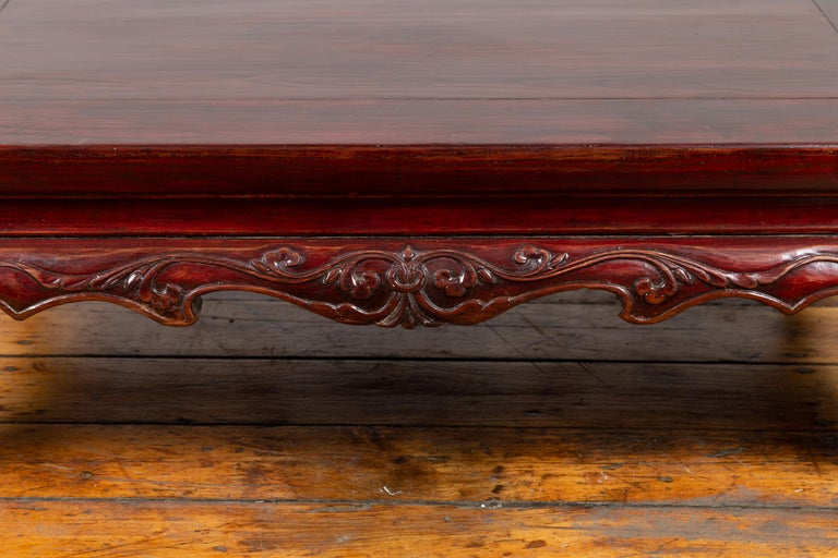 Chinese Qing Dynasty 19th Century Lacquered Wood Low Table with Cabriole Legs For Sale 1