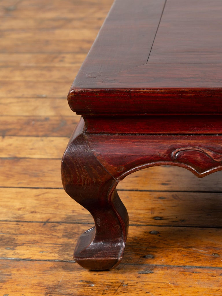Chinese Qing Dynasty 19th Century Lacquered Wood Low Table with Cabriole Legs For Sale 2
