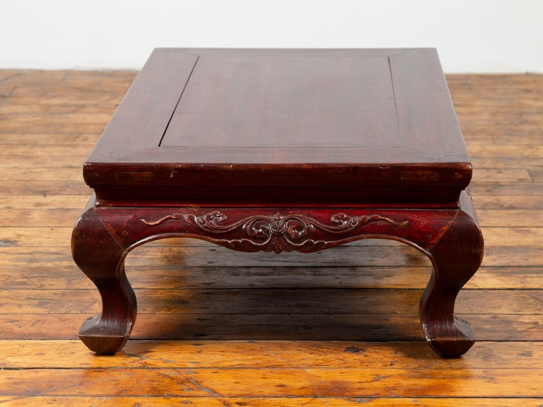 Chinese Qing Dynasty 19th Century Lacquered Wood Low Table with Cabriole Legs For Sale 5