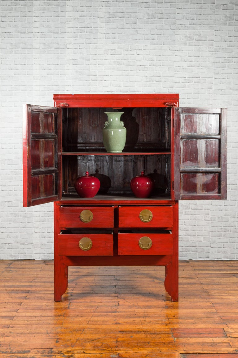 Chinese Qing Dynasty 19th Century Red Lacquered Wedding Cabinet with Medallion For Sale 8