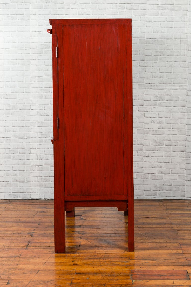 Chinese Qing Dynasty 19th Century Red Lacquered Wedding Cabinet with Medallion For Sale 11
