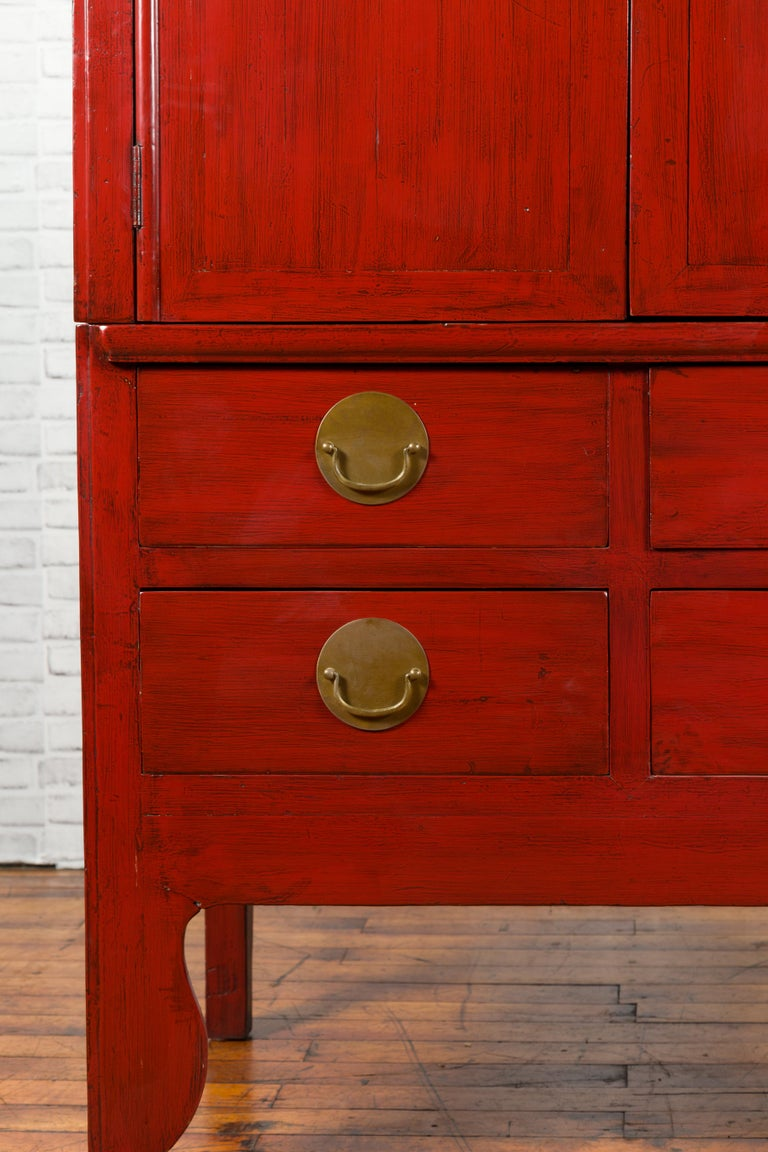 Chinese Qing Dynasty 19th Century Red Lacquered Wedding Cabinet with Medallion For Sale 4